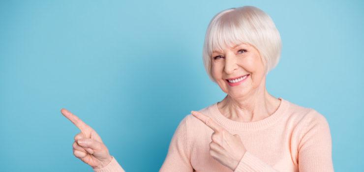 Ältere Dame hat Tipps zu den Wechseljahren